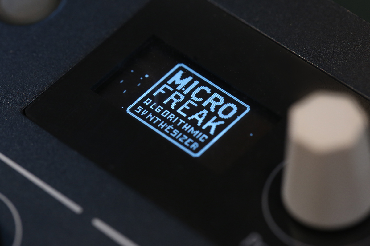 MICROFREAK HYBRID SYNTHESIZER