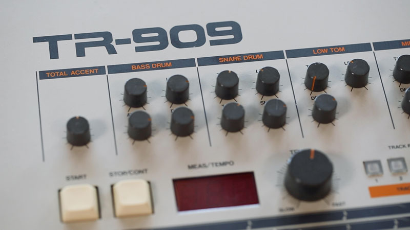 Tone-shaping controls on the TR-909